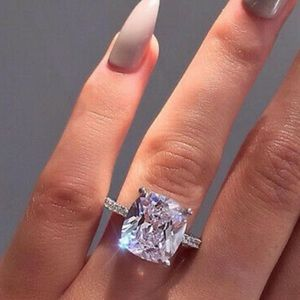 NEW 925 Sterling Silver Simulated Diamond 💍 Ring